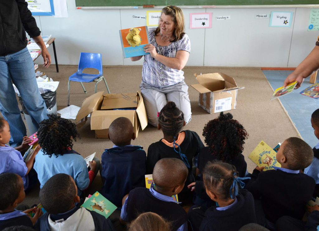 Glaudi Skog (HORTGRO) Reading To Learners At Pineview Primary In Grabouw.