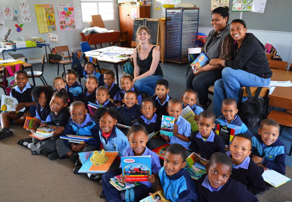 Thea Van Zyl (HORTGRO) With Pineview Primary In Grabouw's Grade R Learners And Teachers.